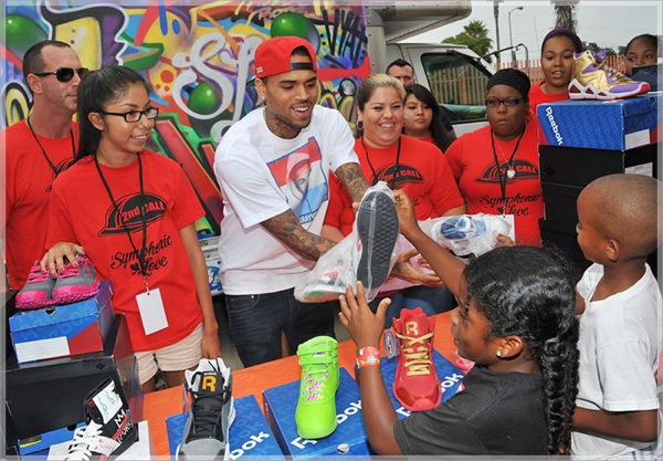 Chris-Brown-Gives-Away-Free-Reebok-Sneakers-at-Justice-for-Trayvon-Walk-Chris-Brown-Justice-for-Trayvon-LA6