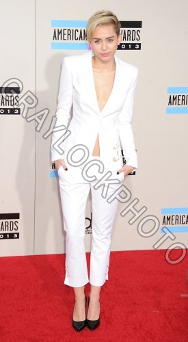 ~Entertainment~20131124~American_Music_Awards_Arrivals~AMA_Cyrus52351
