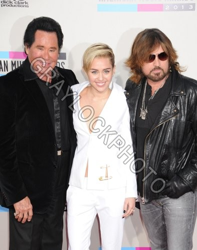 ~Entertainment~20131124~American_Music_Awards_Arrivals~AMA_Cyrus_Newton52861