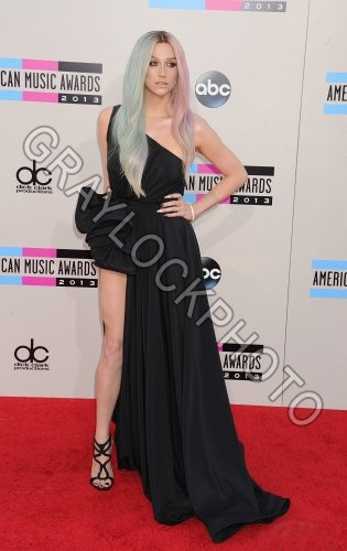 ~Entertainment~20131124~American_Music_Awards_Arrivals~Kesha7808
