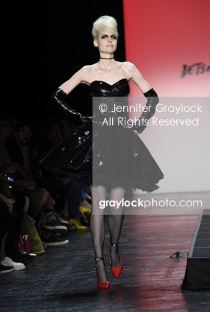 -Entertainment-20150911-Betsey_Johnson_Spr_2016_RW-_GRA9452