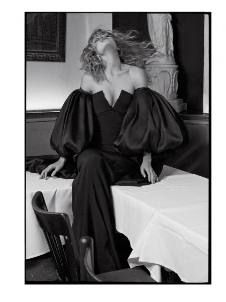 Gigi-Hadid-CR-Fashion-Book-Spring-2016-Photoshoot03-450x600