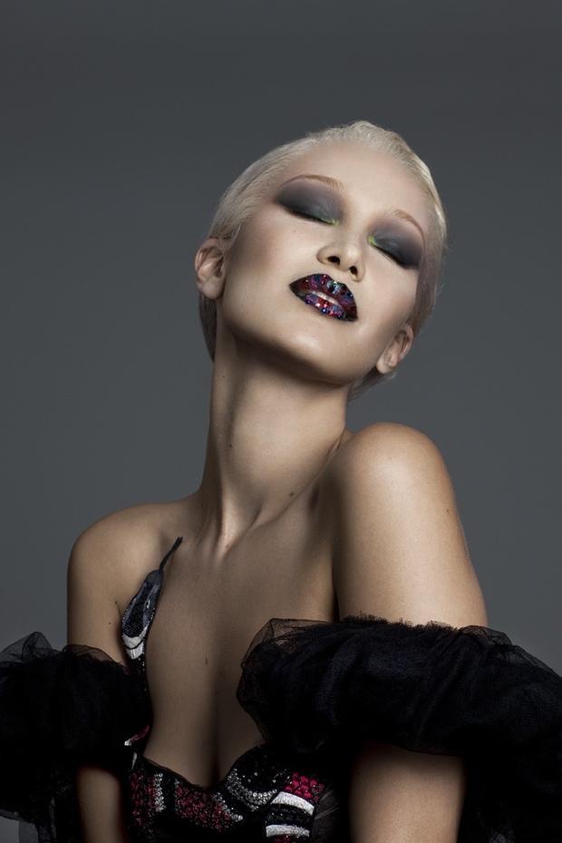 bella-hadid-blonde-paper-magazine-photoshoot04