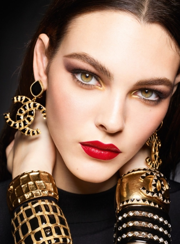 Chanel-Makeup-Holiday-2019-Campaign05
